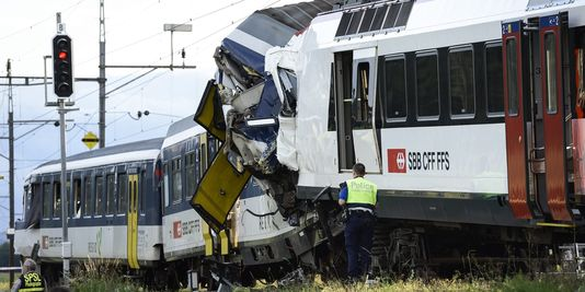 3455131_3_5e5a_les-deux-trains-sont-entres-en-collision-vers_fe830637815fc7080d38e166f91f0ee8