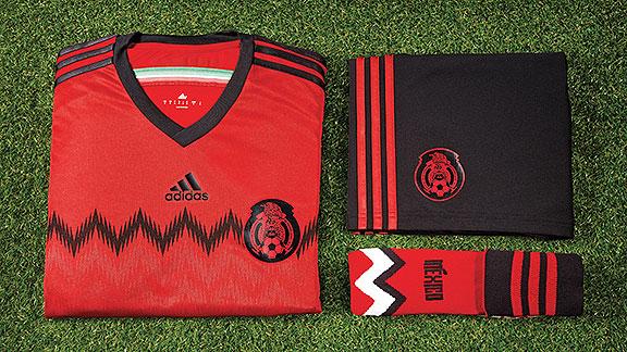 m_uniforme_rojo_mexico_576x324