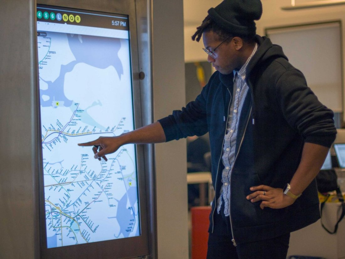nyc-touchscreen-kiosks-in-subway