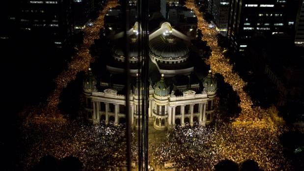 incrementan-protestas-en-brasil-619x348