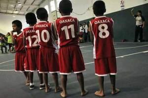 niños triquis basquetbolistas