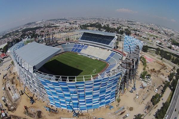PUEBLA, Puebla., 20 agosto 2015.- Vista aerea de los trabajos de remodelación en el Estadio Cuauhtémoc, en el cual se contempla una inversión de 688 millones de pesos. /Agencia Enfoque//